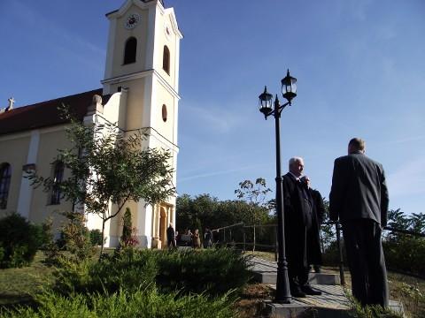 Emlékünnep a 100 éves rádi evangélikus templomban
