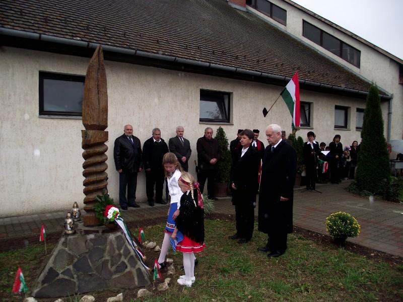 Az 1956-os forradalom 55. évfordulójára emlékeztek Csõváron