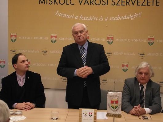 Harrach Péter Miskolcon a Családok szerepérõl tartott elõadást