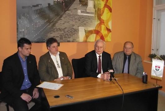 Együttmûködési megállapodás a Fidesz és KDNP váci alapszervezetei között
