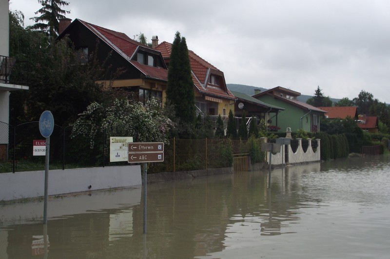 Jól haladnak a védelmi elõkészületek a Dunai árvízre