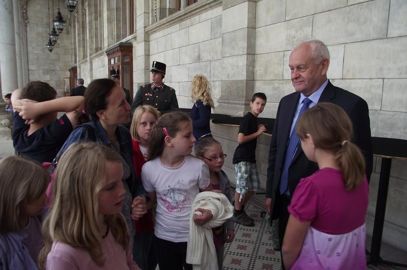 Parlamentlátogatáson a verõcei Géza Fejedelem Református Általános Iskola diákjai