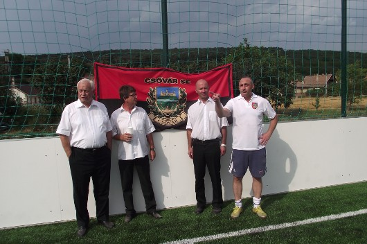 Csõváron a falunap alkalmával átadták az új mûfüves focipályát