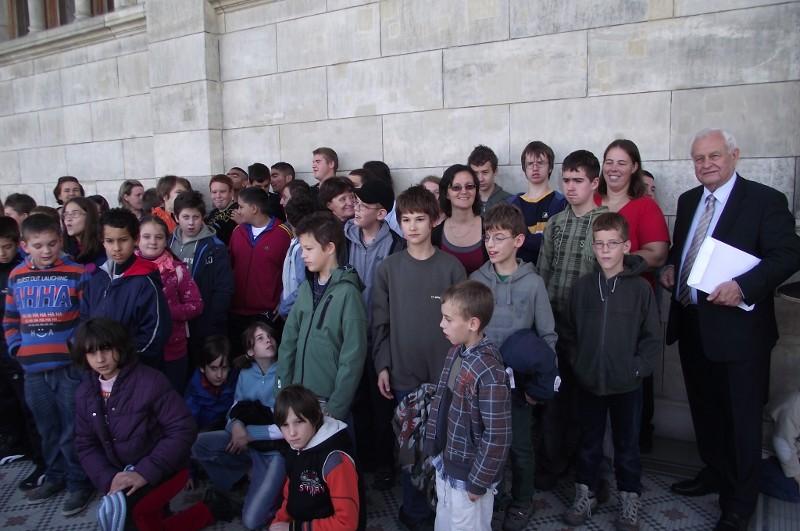 Kemencei és váci iskolások parlamentlátogatáson