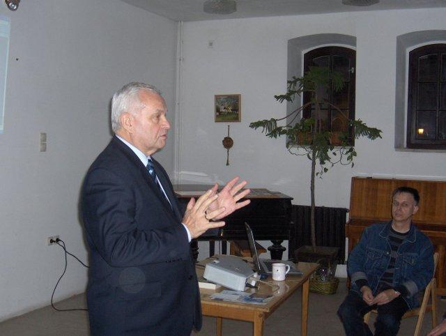 A Fóti idõközi választásról a KDNP és a katolikus plébánia közös rendezvényén